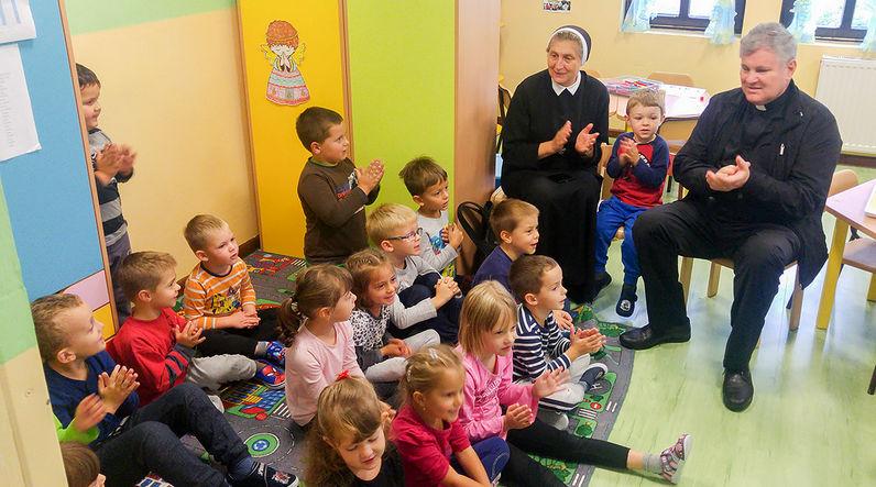 SISAK – SELA <br> Biskup u dječjem vrtiću