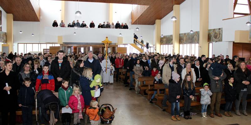 KARLOVAC<br>Josipovo svetište ispunilo 800 djece s roditeljima